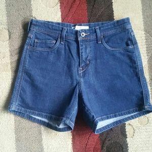 Levis Stretch Jean Shorts Size 6 NWOT